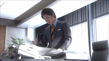 鮫島零治スーツ1.png